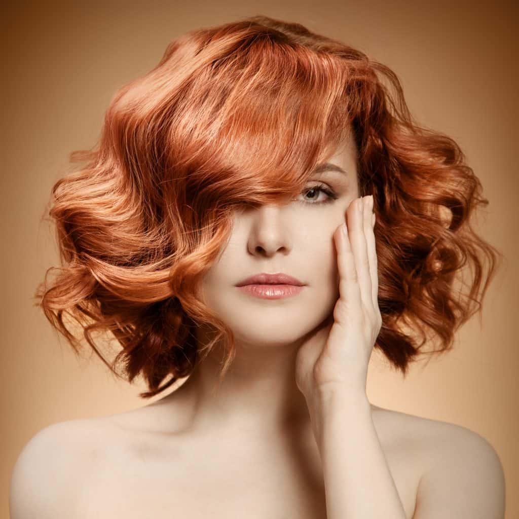 taglio capelli corti su capelli rossi e mossi