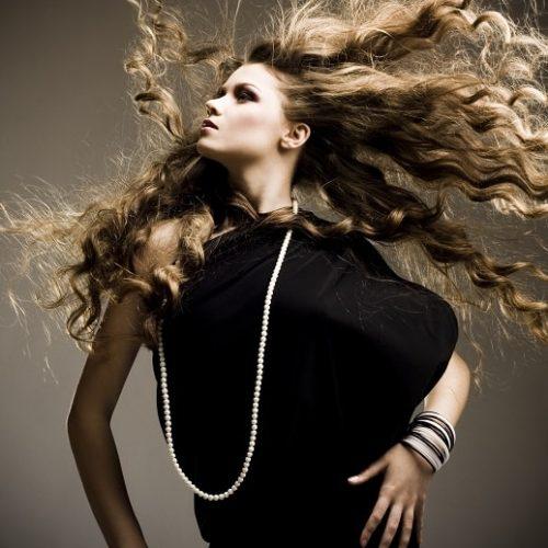 Parrucchiere sesto fiorentino Trend Diffusion by Luciano Coppetti modella con capelli lunghi e ricci psa glamour